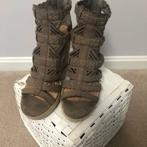 Wedge shoes/sandals